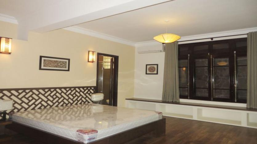refurbished-3-bedroom-house-for-rent-in-tay-ho-large-yard-9