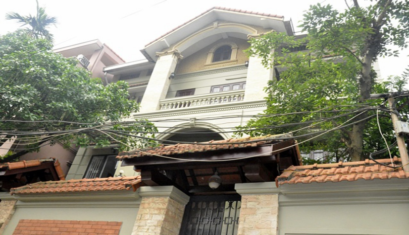 Refurnished 5 bedroom house in Tay Ho with furnished, 250m2