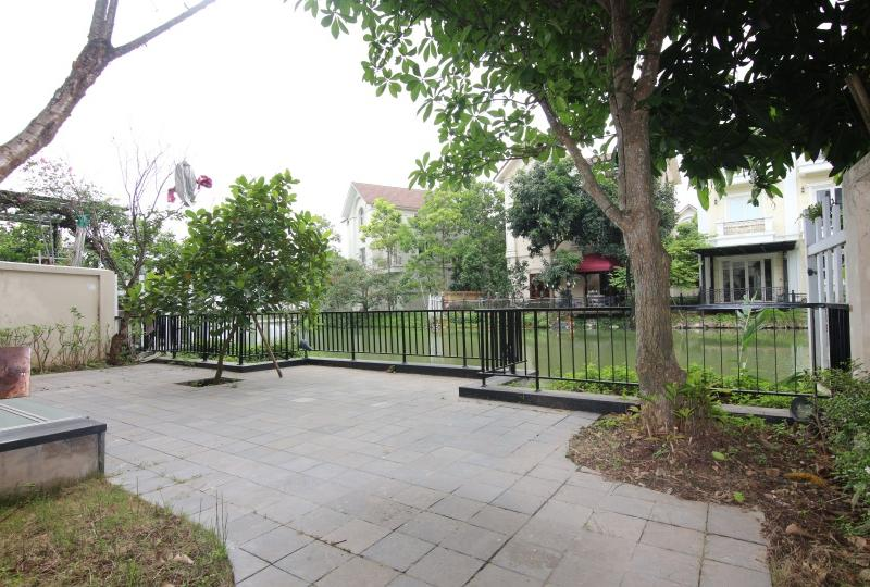 Rent a furnished Vinhomes Riverside villa 4 bedrooms close BIS