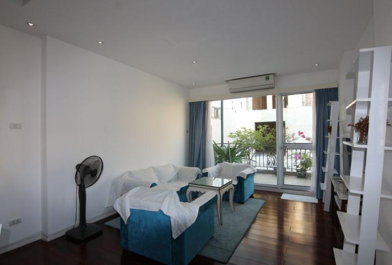 Rent apartment in Hoan Kiem district, Hanoi with 02 bedrooms