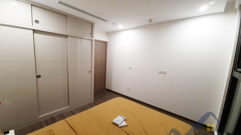 rent-apartment-in-vinhomes-symphony-long-bien-2br-1bath-9