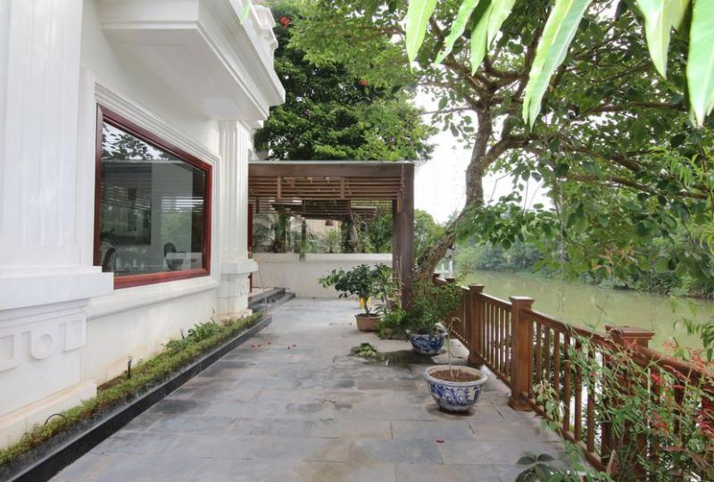 Rent detached Vinhomes Riverside Hanoi villa with furnished