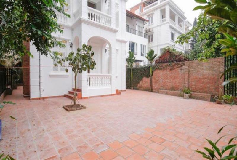 Rent French colonial house in Tay Ho on To Ngoc Van
