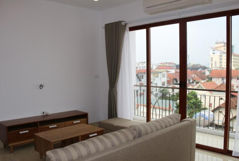 Rent Tay Ho apartment 1 bedroom including services on To Ngoc Van