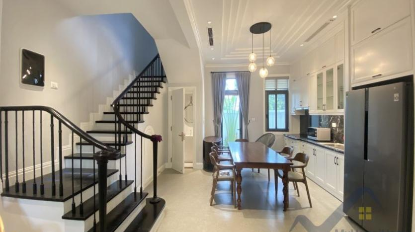 rent-villa-in-vinhome-harmony-furnished-close-vinschool-2