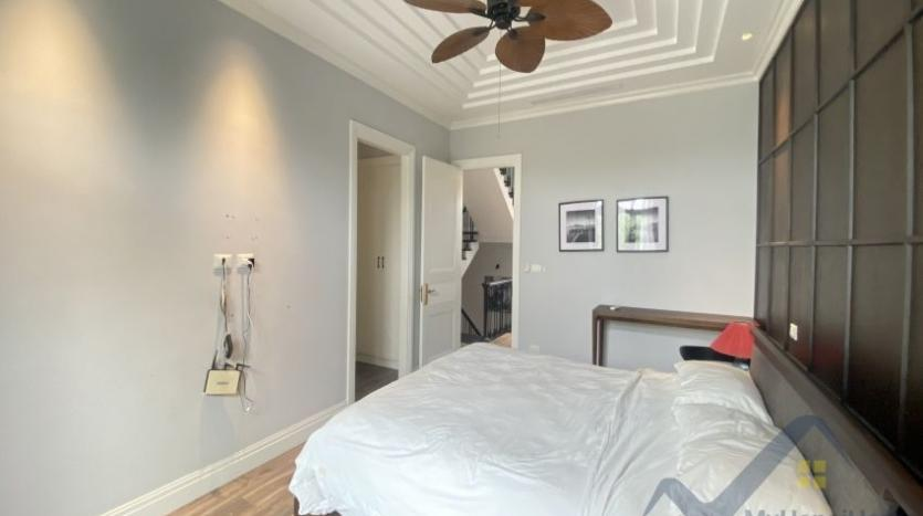 rent-villa-in-vinhome-harmony-furnished-close-vinschool-9