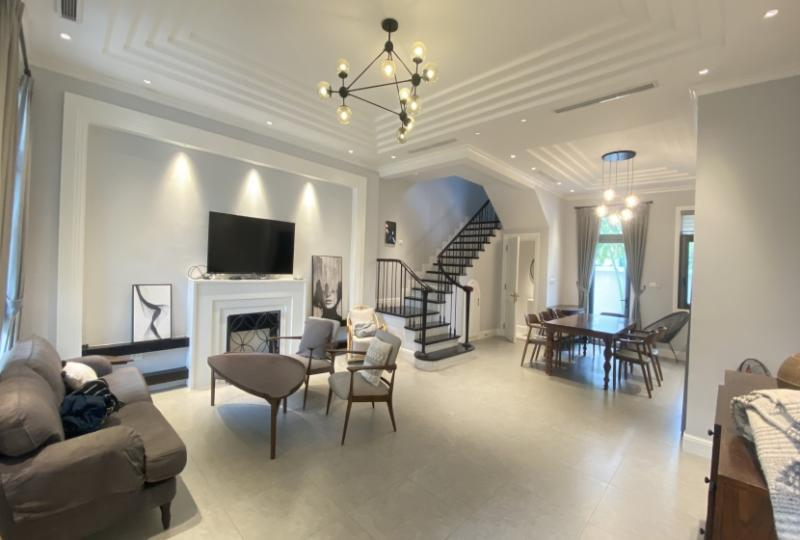 Rent villa in Vinhome Harmony with furnished, close Vinschool
