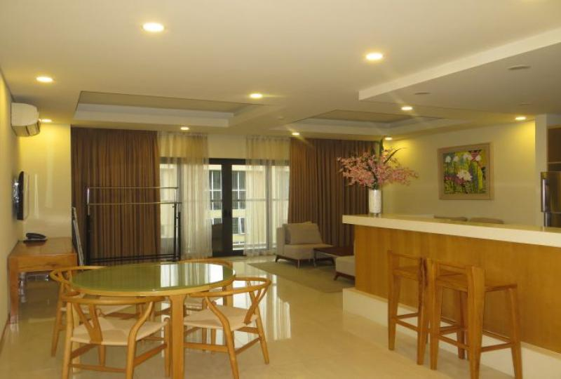 Renting a 2 bedroom apartment in Tay Ho, sauna and gym