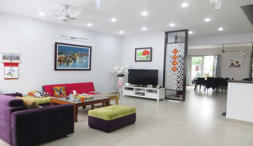 Riverside villa for rent in Vinhomes Riverside, BIS school nearby