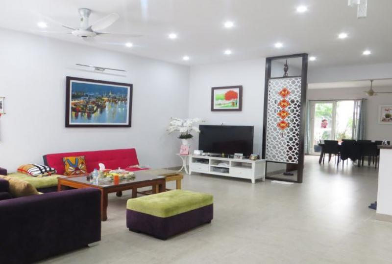 Riverside villa for rent in Vinhomes Riverside, BIS school nearby