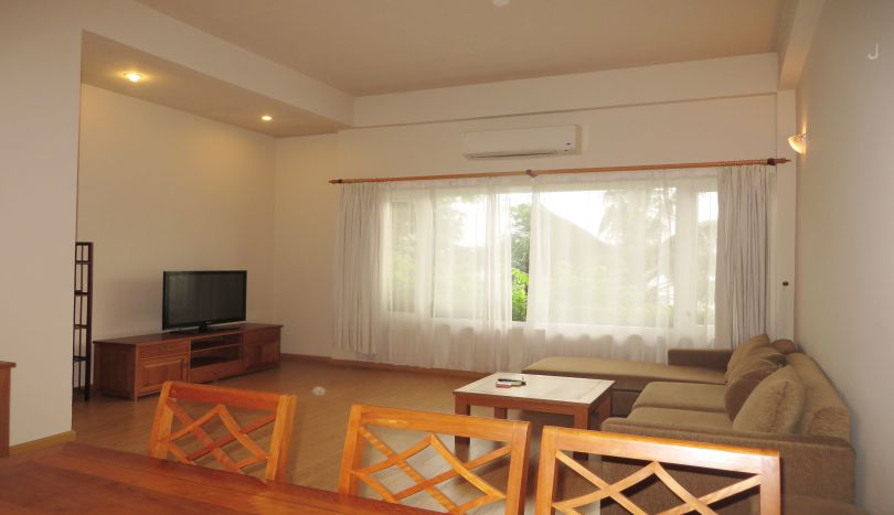 Secure apartment to rent in Tay Ho, lake view, 2 bedrooms