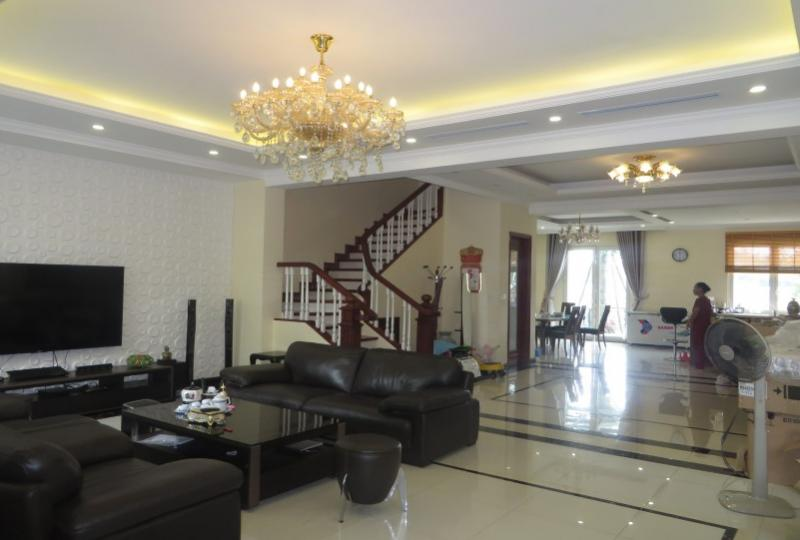 Spacious 03 bedroom Vinhomes Riverside villa to rent, Jura park view