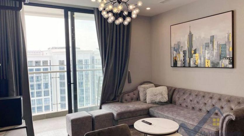 spacious-2-bedroom-2-bathroom-apartment-in-vinhomes-symphony-1