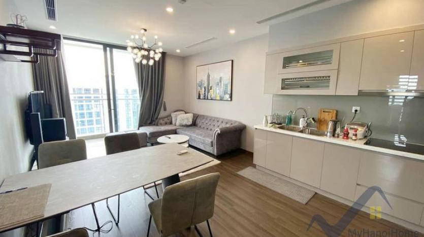 spacious-2-bedroom-2-bathroom-apartment-in-vinhomes-symphony-3