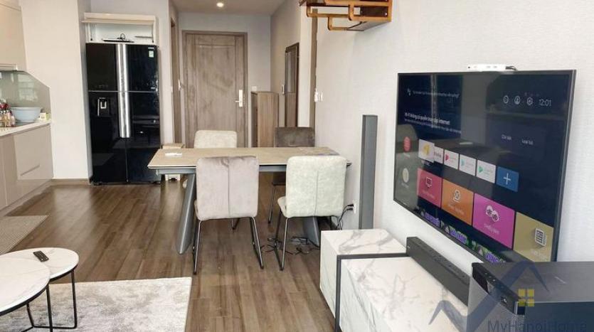spacious-2-bedroom-2-bathroom-apartment-in-vinhomes-symphony-4