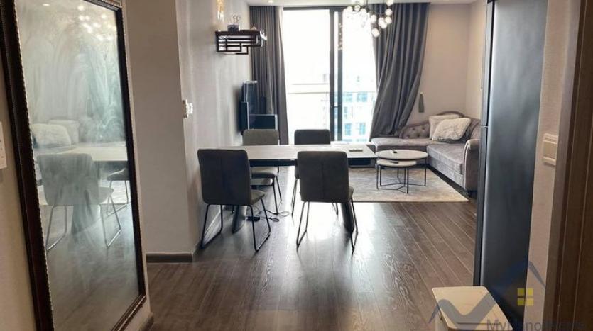 spacious-2-bedroom-2-bathroom-apartment-in-vinhomes-symphony-5