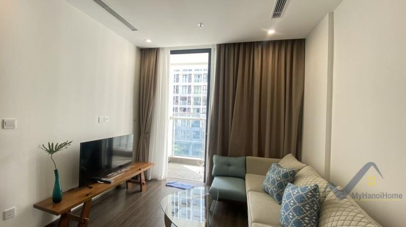 spacious-2bed-1bath-apartment-for-rent-in-vinhomes-symphony-3
