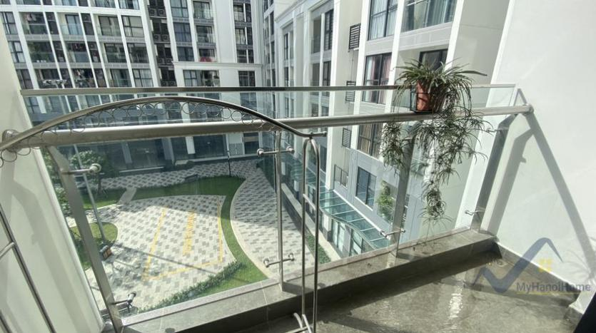 spacious-2bed-1bath-apartment-for-rent-in-vinhomes-symphony-6
