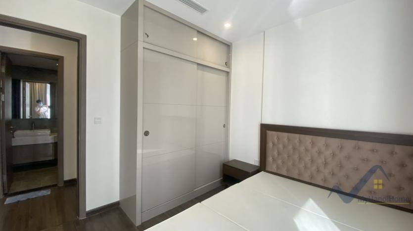 spacious-2bed-1bath-apartment-for-rent-in-vinhomes-symphony-8