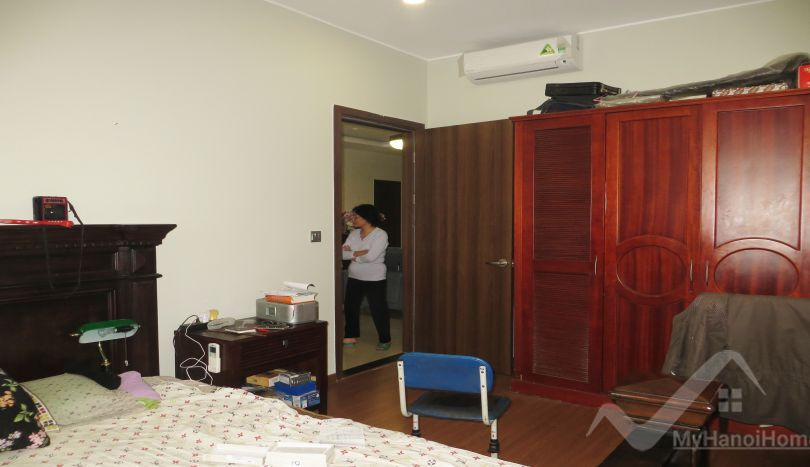 Spacious 4 bedroom apartment for rent in trang an complex for Apartment complex for rent