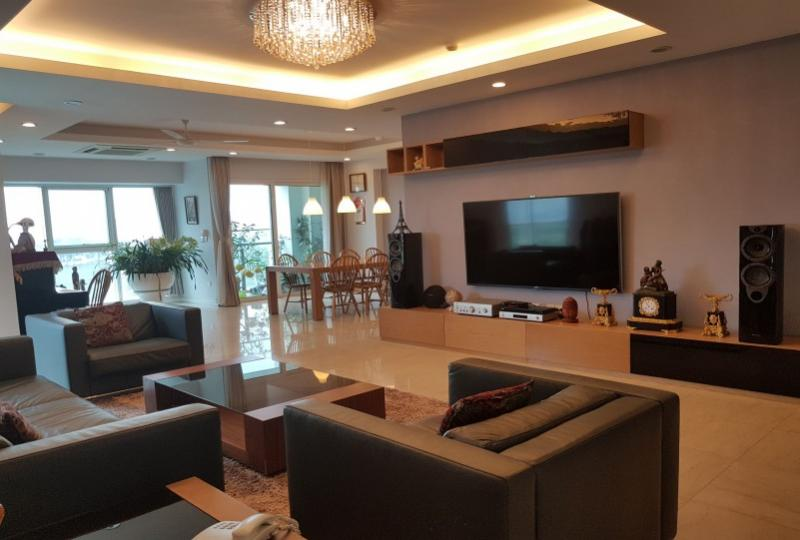Spacious four bedrooms apartment for rent in Hanoi Ciputra complex
