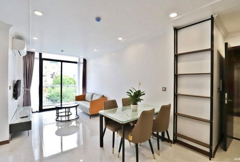 Spacious serviced 2BR apartment in Truc Bach area to rent