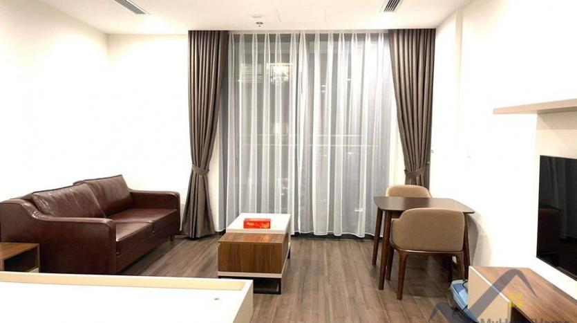spacious-studio-for-rent-symphony-vinhomes-long-bien-furnished-1