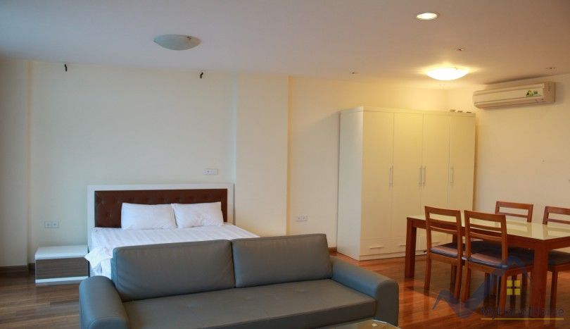 Studio flat to rent in Truc Bach area Tay Ho