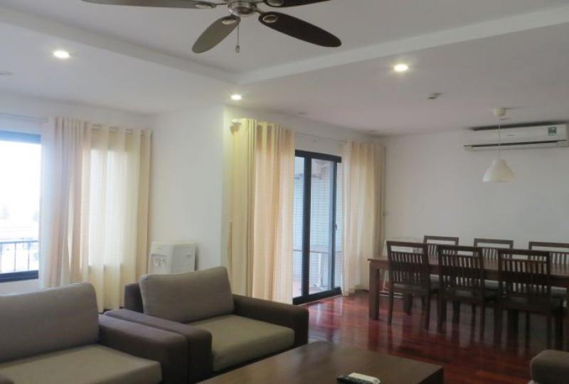Stunning 2 bedroom apartment in Tay Ho for rent, 2 showers