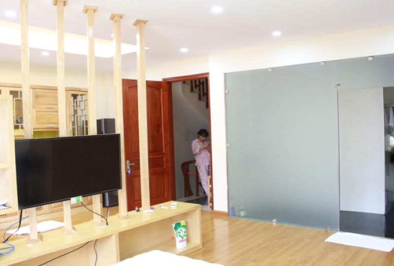 Tay Ho Nghi Tam studio apartment for rent with shower room