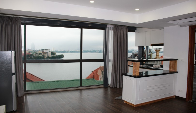 Top floor lakeview 01 bedroom apartment for rent in Xuan Dieu