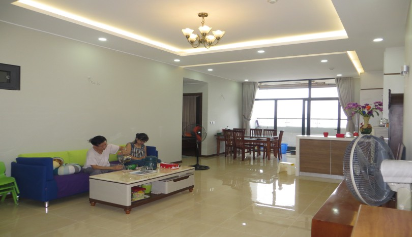 Trang An Complex apartment for rent with 3 bedrooms furnished