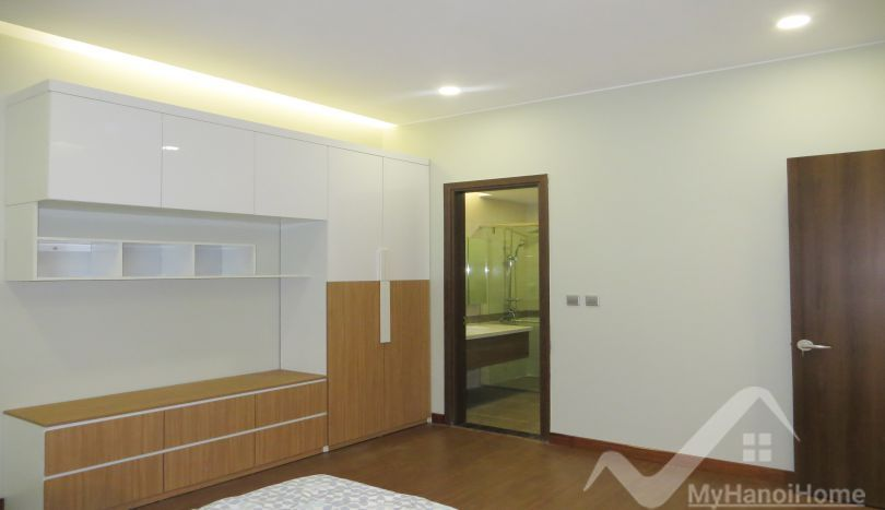 Trang An Complex Apartment For Rent With Furnished 3 Bedrooms