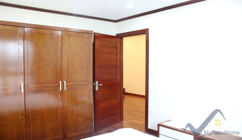 Truc Bach apartment for rent 2 bedrooms lake view 110m2