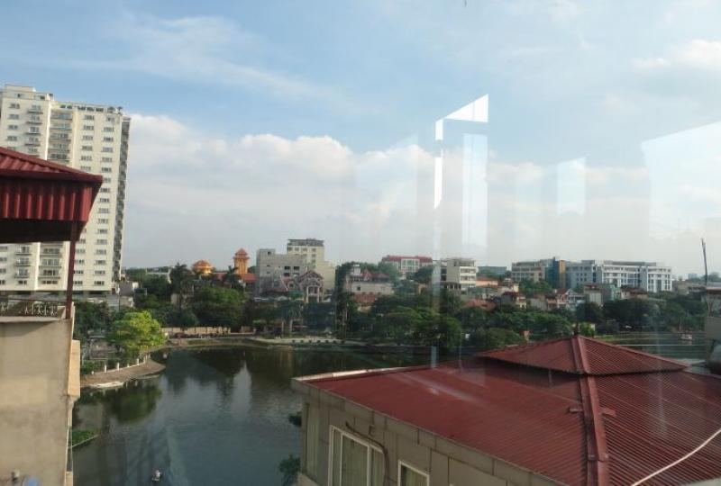 Truc Bach lake view 2 bedroom apartment to rent, natural light