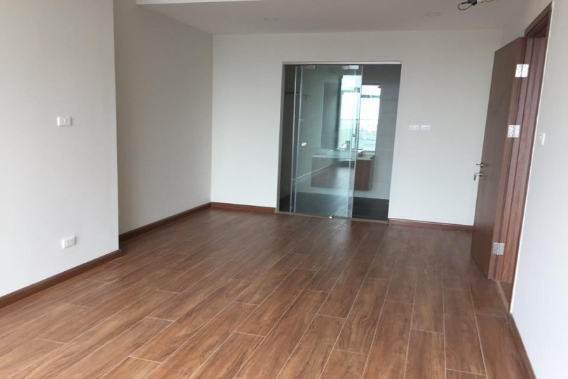 Unfurnished apartment in Discovery Complex for rent with 3 bedrooms