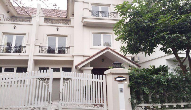 Unfurnished villa for rent in Vinhomes Riverside, Hoa Lan area