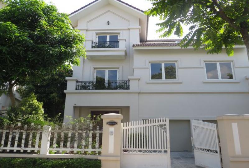 Unfurnished villa to rent in Vinhomes Riverside, full services