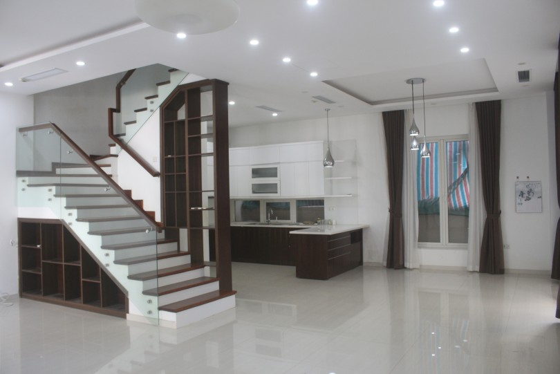 Unfurnished Vinhomes Riverside Hanoi villa 5 bedrooms to lease