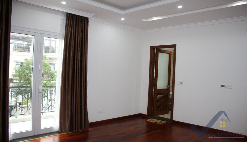 Unfurnished Vinhomes Riverside villa nearby BIS school 04 beds