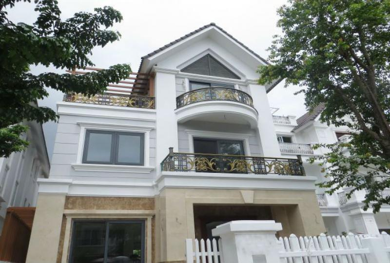 Villa in Vinhomes Long Bien to rent, luxurious furniture, riverside
