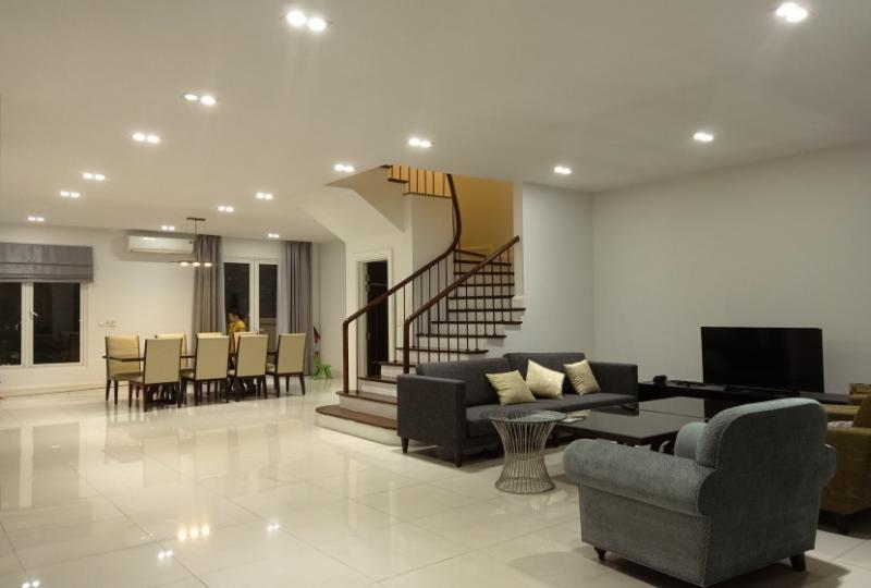 Villa in Vinhomes Riverside for rent in Hoa Sua area, close BIS