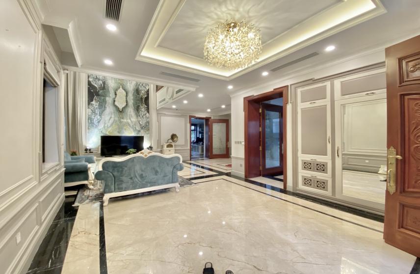 Villa in Vinhomes Riverside to rent 4 bedrooms, 162m2 land