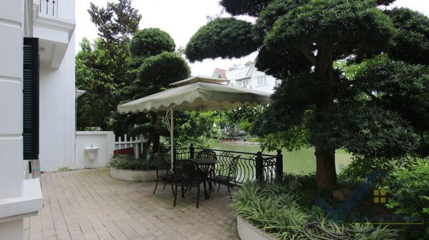 villa-vinhomes-riverside-for-lease-close-bis-school-1