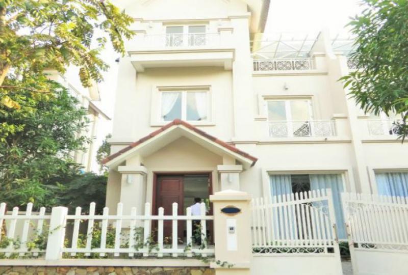 Vinhomes Long Bien 3 bedroom villa to rent, swimming pool