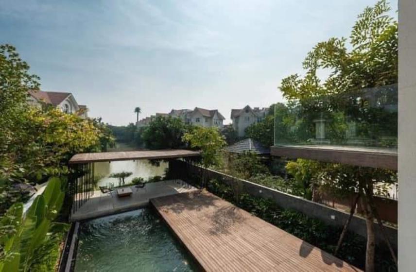 Vinhomes Riverside 04 bedroom semi detached villa to let, garage