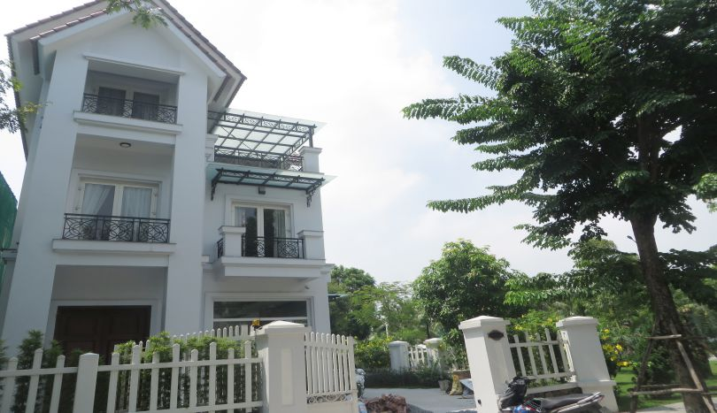 Vinhomes Riverside 4 bedroom villa for rent, Karaoke room, river view