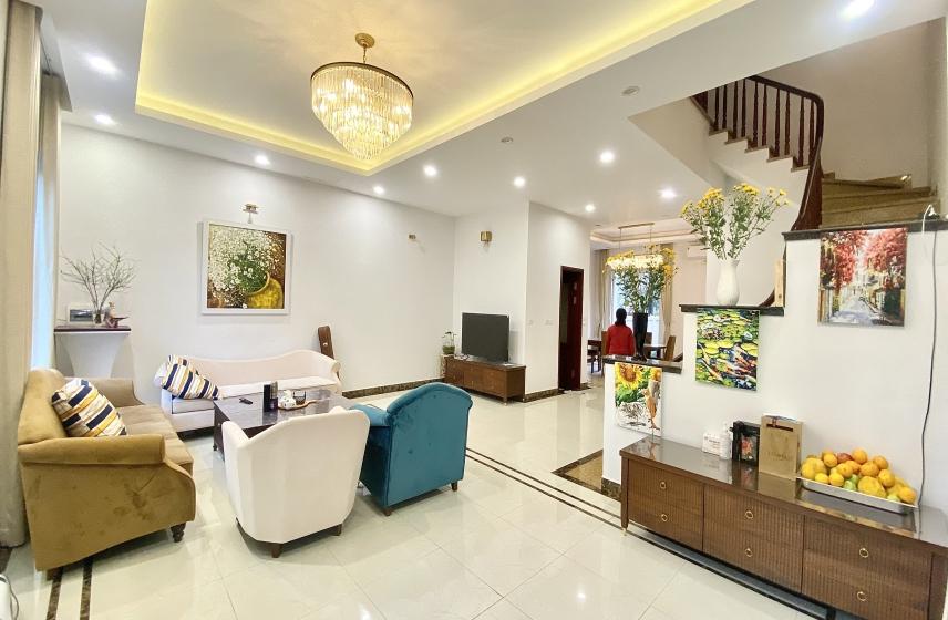 Vinhomes Riverside 5 bedroom semi detached villa for rent - furnished