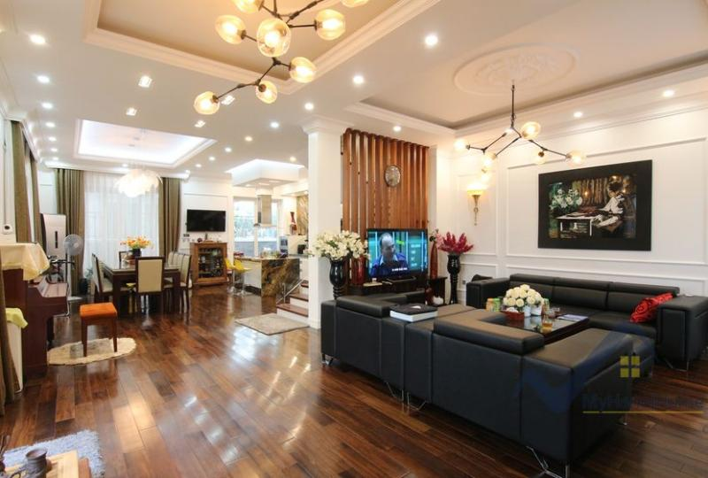 Vinhomes Riverside Hanoi house to rent with 4 bedrooms