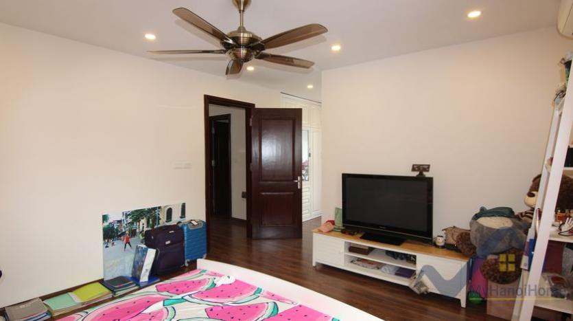 vinhomes-riverside-house-for-rent-with-furnished-4-bedrooms-28